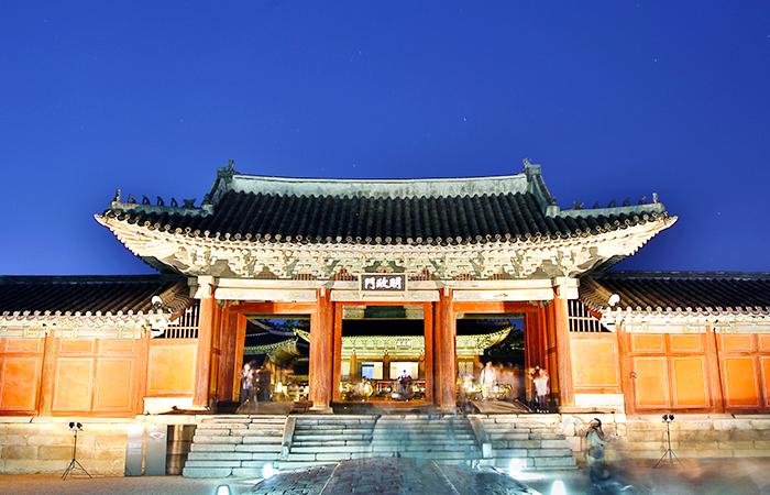 夏の夜の宮_池を抱くチャンギョングン_昌慶宮