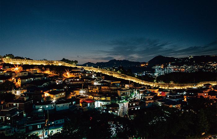 秋の四色_ソウル漢陽都城の城郭道と駱山公園