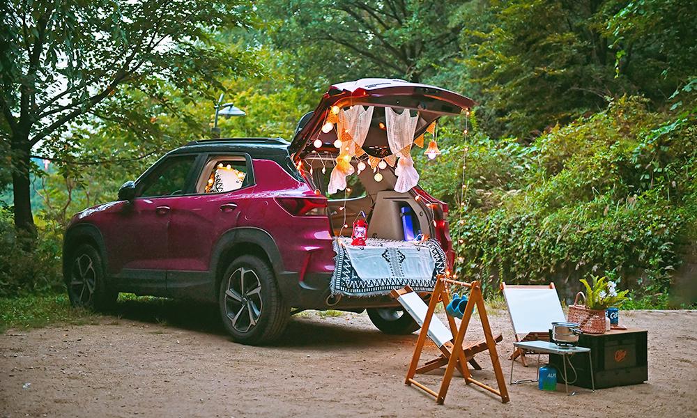 하이차박의 감성 캠핑 용품을 차에 설치한 차박 캠핑 사진
