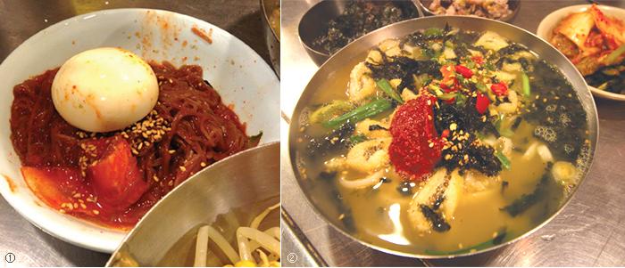 왼쪽 사진① : 서비스로 나오는 냉면, 오른쪽 사진② : 유부가 가득한 칼국수