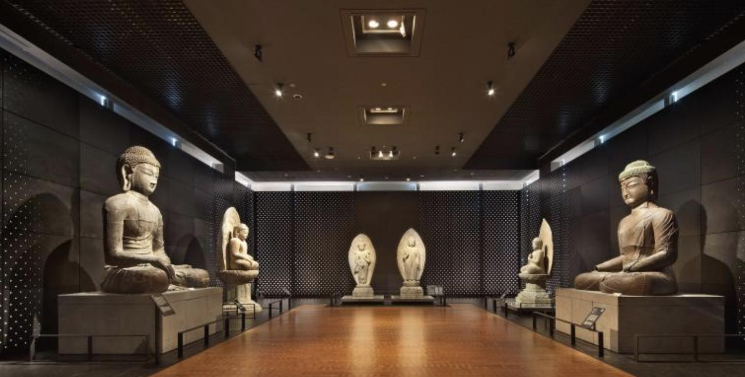 국립중앙박물관 내 불상 사진